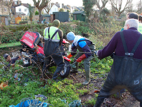 River Wandle cleanup Dec 2014 - Wandle Trust