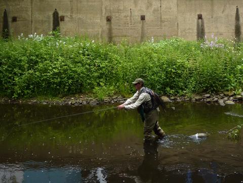 Stuart Crofts fishing Sheffield Don